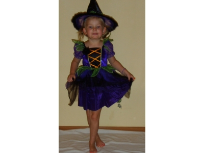 Fioletowa czarodziejka 1 lub czarownica 1